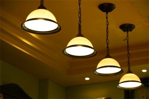 家庭照明灯具引起电气火灾的主要原因及预防措施